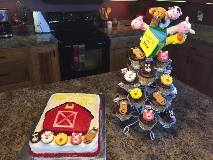 Old MacDonald Had A Farm Cake & Cupcakes