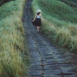 4 Safety Tips For Walking Alone
