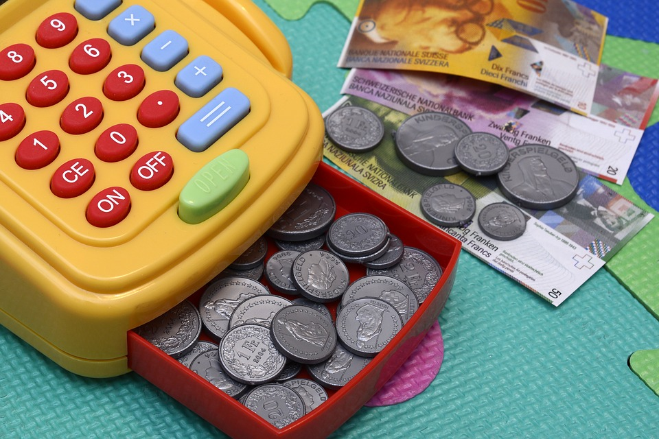 Top Tips on How to Save Money on Essentials