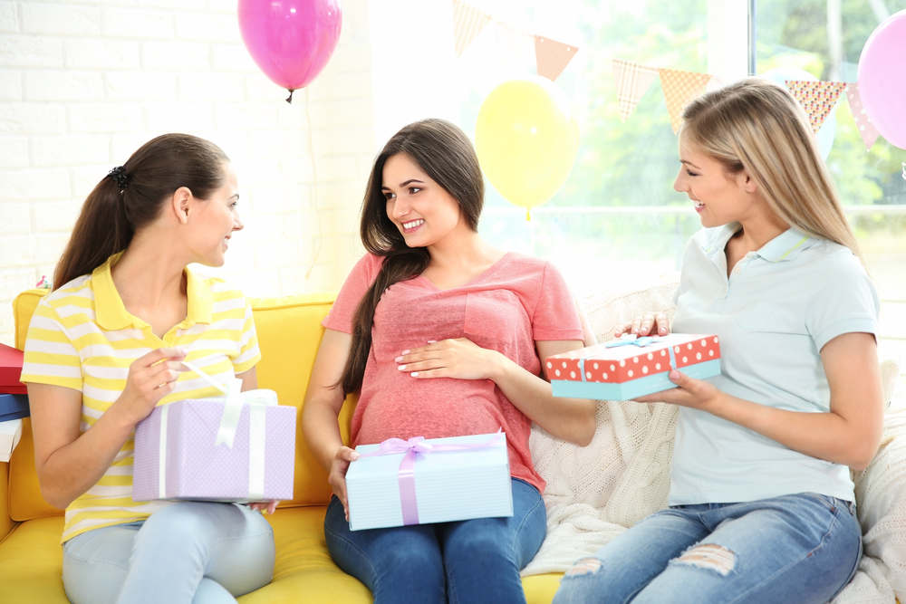 Top 10 Best Gift Ideas For Expecting Mothers In 2018