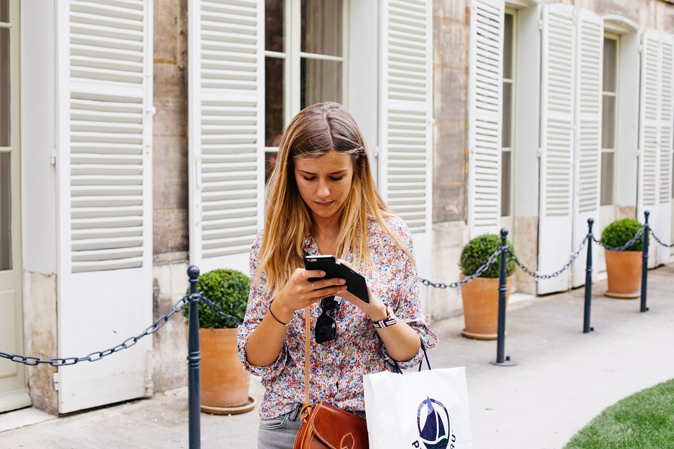 Save Money By Shopping With Smartphones