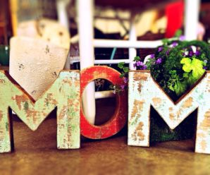 How to Save Money on Gifts for Mom